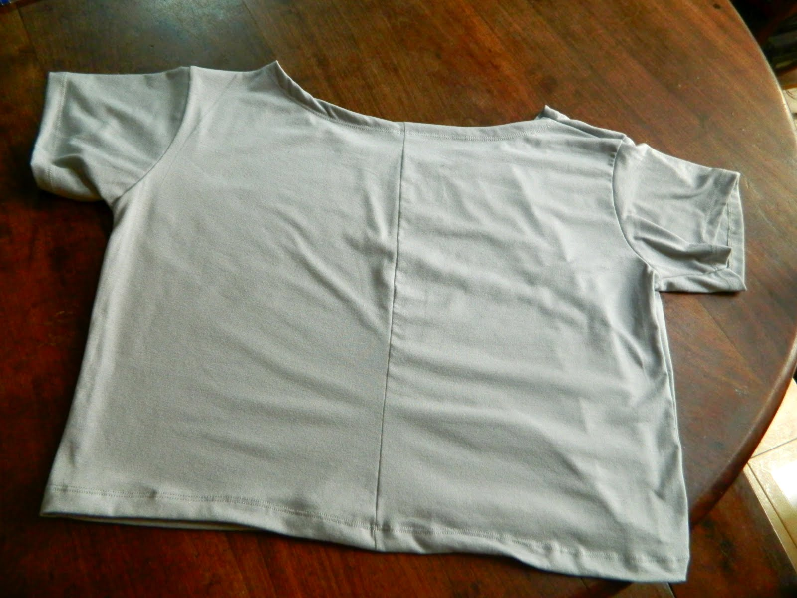 how to cut a skull shirt