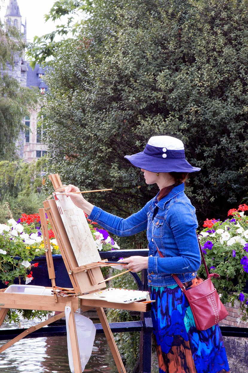 living woman painting the Lieve