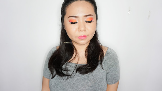 A gorgeous neon orange and pink combined with a silver eyeshadow to create a fun and fantastic look. A balance color of colorful and neutral. Eyeshadow using i-divine sleek makeup acid palette.