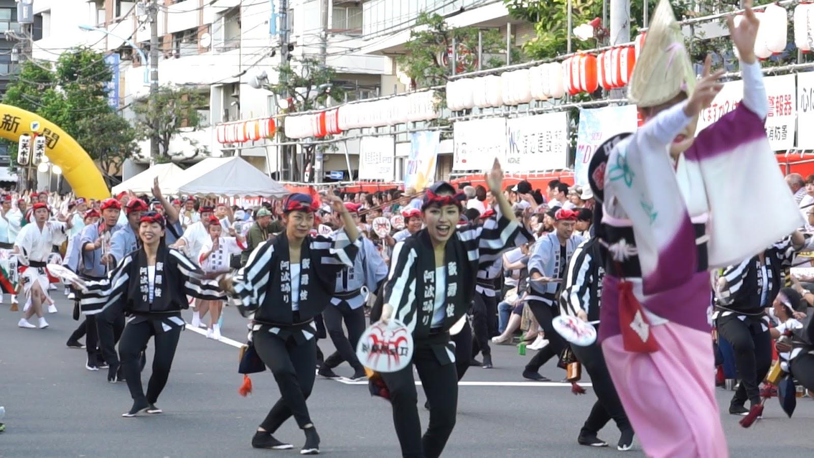 高円寺阿波おどり、江戸歌舞伎連の動画を見る