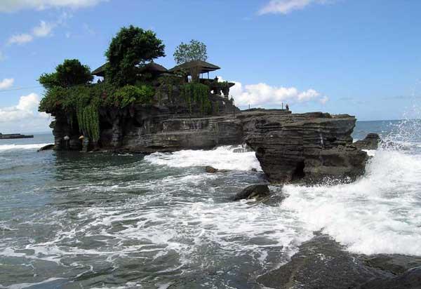 Foto Keindahan Tanah Lot  di Bali