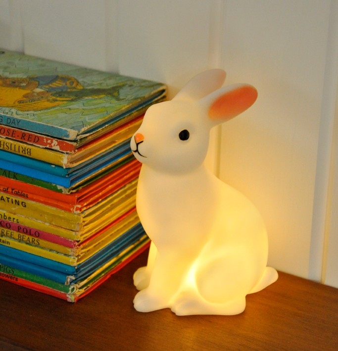 Lámpara de conejito blanco a pilas