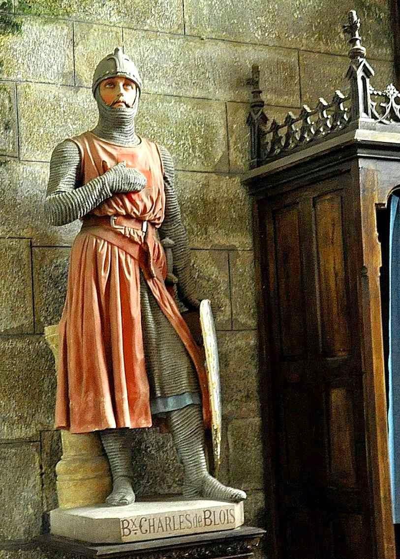 Imagem do Beato Charles de Blois, duque da Bretanha,  na igreja de Notre-Dame de Bulat-Pestivien, Bretanha, França