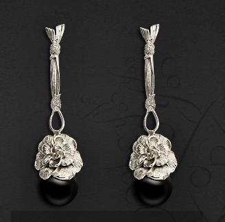 Pendientes oro blanco, diamantes y Onix de Carrera y Carrera