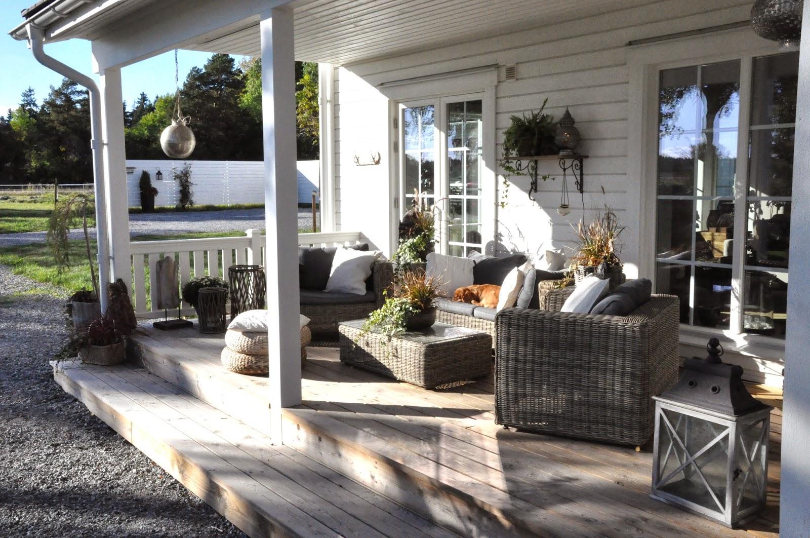 Den Vita Drömgården Vårt New England Inspirerade Hus Med Stall