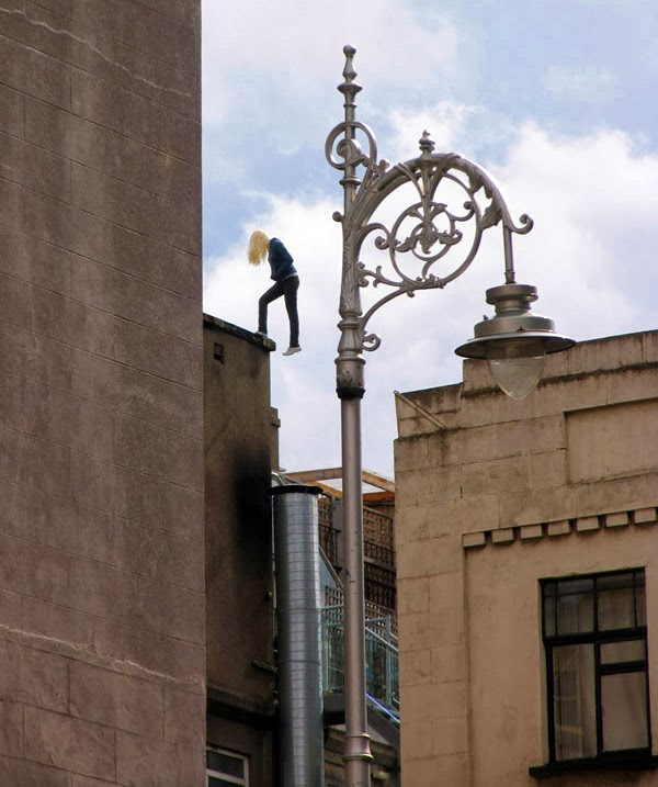 nuncalosabre.Street Art Sculpture - Mark Jenkins