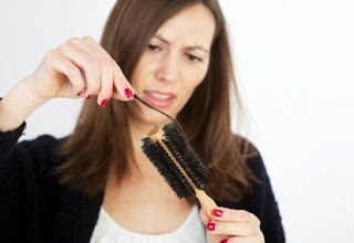 6 Cara Mengatasi Rambut Rontok Secara Alami