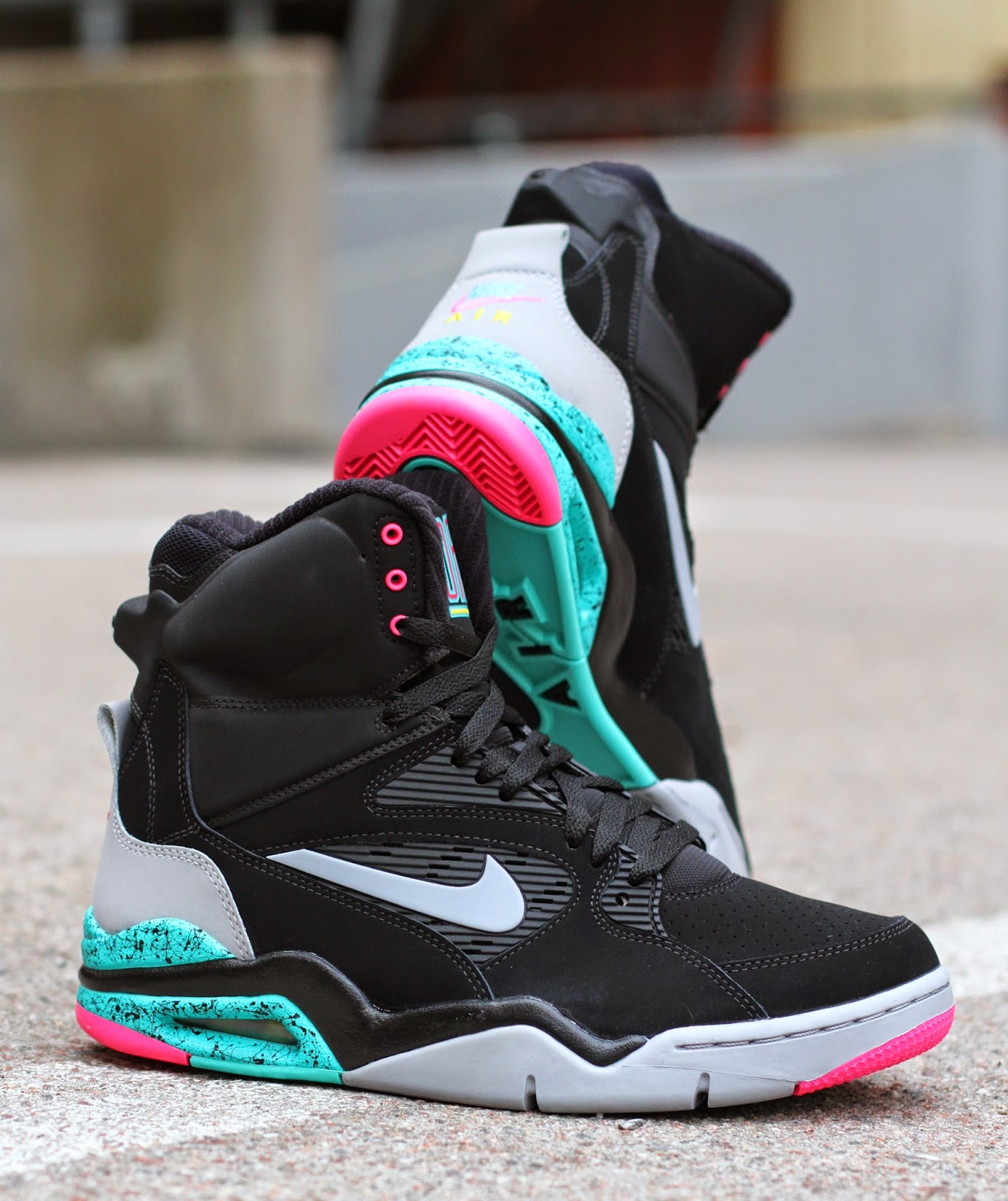 http://www.footish.se/sneakers/nike-air-command-force-retro-2