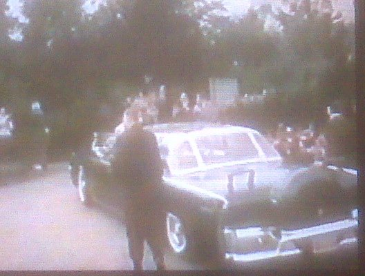 AGENTS BESIDE LIMO, BUBBLETOP: ENGLAND APRIL 1963