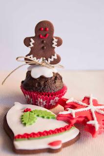 Galletas de navidad y muffin con galleta de hombrecito