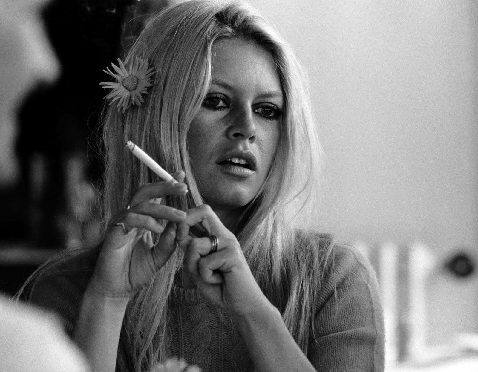 http://3.bp.blogspot.com/-oPfZrmKKi04/Tt05jLyVmQI/AAAAAAAAAz8/CW1BwgRDf9Y/s1600/Brigitte-Bardot-2.jpg