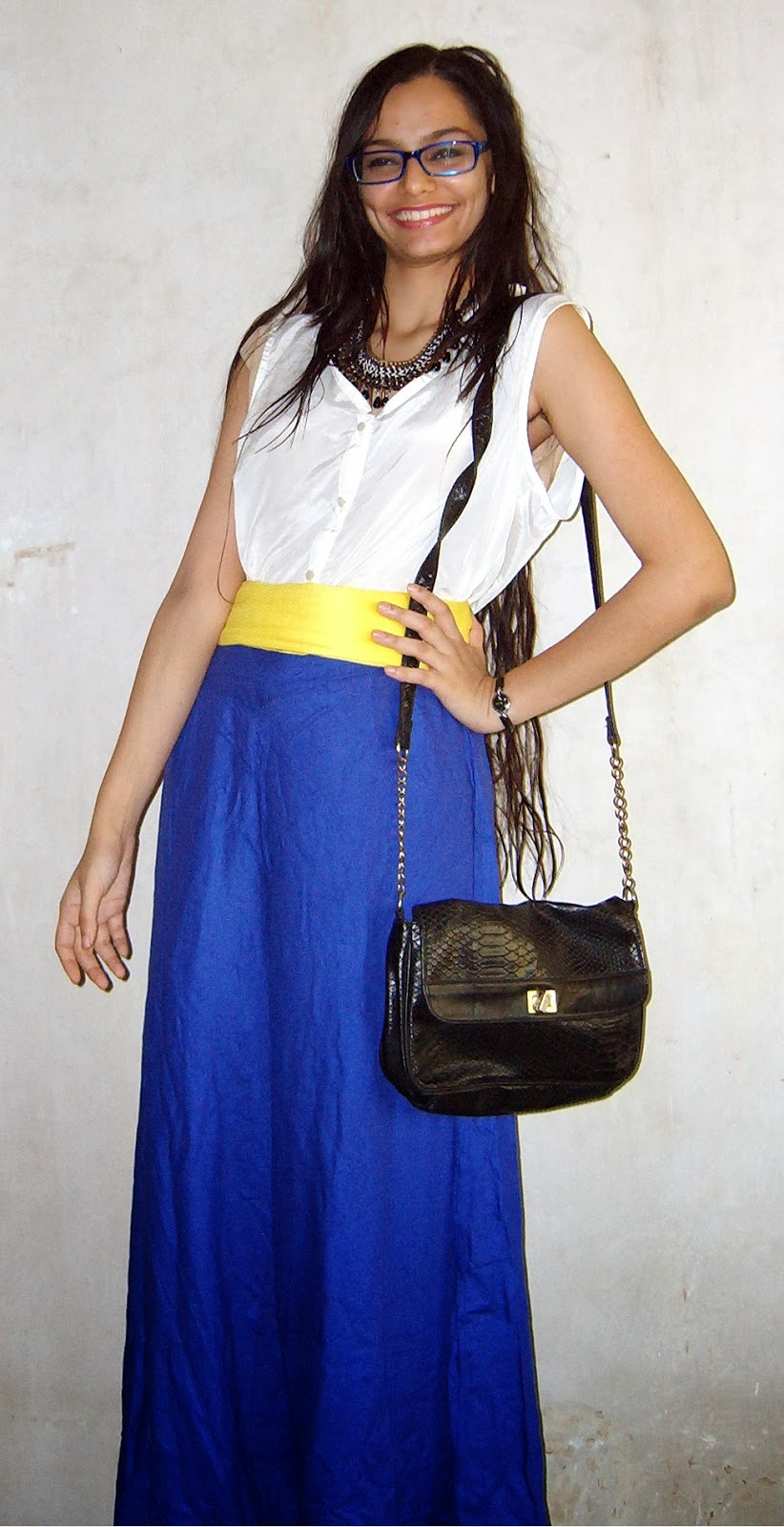 electric blue palazzo pants, how to wear palazzos, oversized trousers, bright yellow belt, colaba causeway shopping