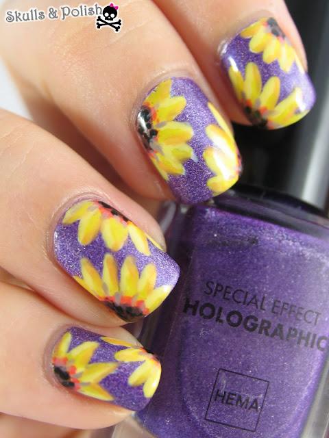 sunflower_nailart_hema_holographic_purple_handpainted