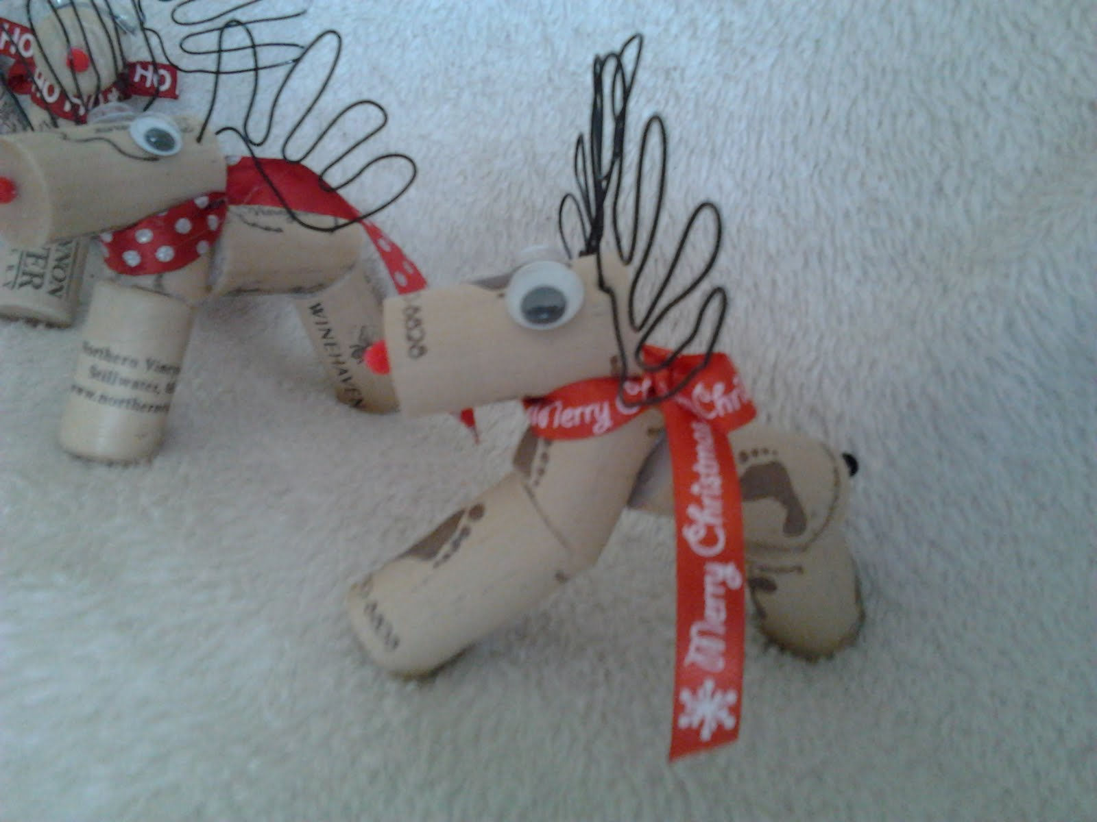 Craft tastical wine cork reindeer success for Reindeer project