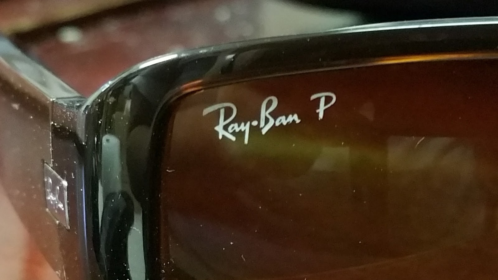 how to tell if ray ban sunglasses are polarized  there is one simple thing you can do to tell if your sunglasses are polarized, put your sunglasses in front of your computer monitor and turn it,