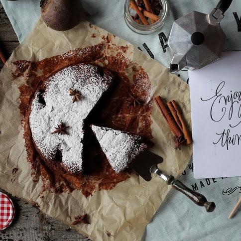 Korzenne i mocno czekoladowe ciasto z burakami
