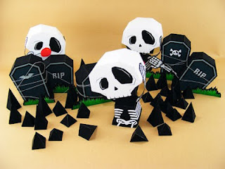 Skull and Tombstone Papercraft Ouch My Head-1