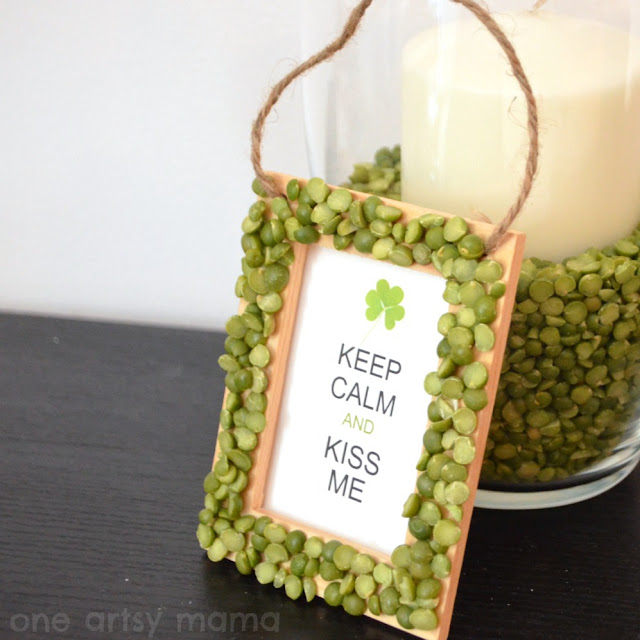 split pea kiss me sign