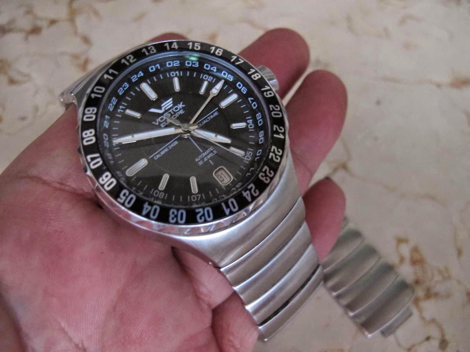 Kondisi secara keseluruhan bagus hanya saja ada baret di posisi jam 9 yang tidak mengurangi performa jam Vostok Europe ini Lengkap dengan box manual