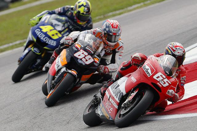 Gambar 1 - Foto Valentino Rossi di Moto GP 2005