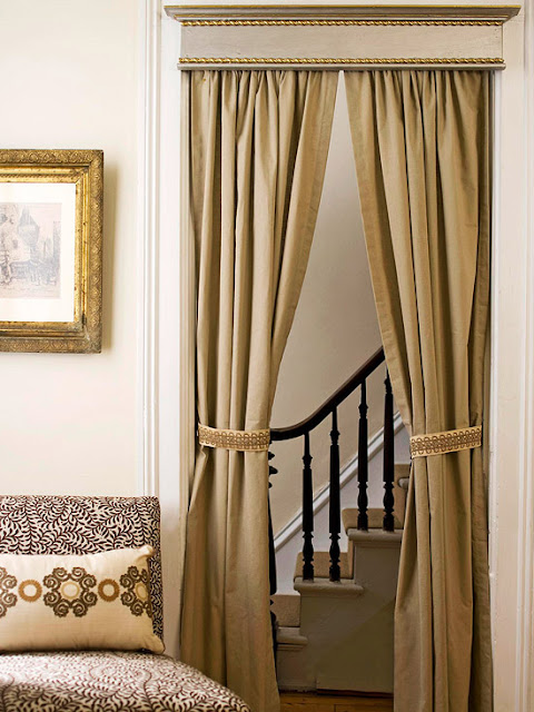 Unique ways of using drapery panels to decorate your home for Unusual ways to hang curtains