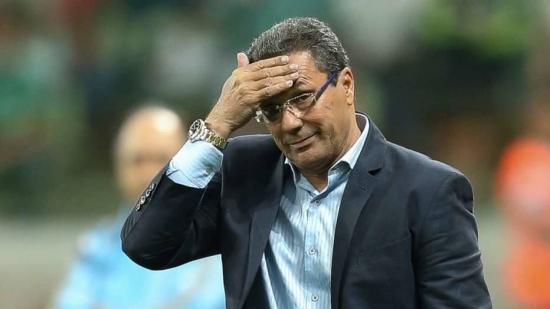 Luxemburgo fraturou a mão após trombada com o palmeirense Dudu na quarta-feira