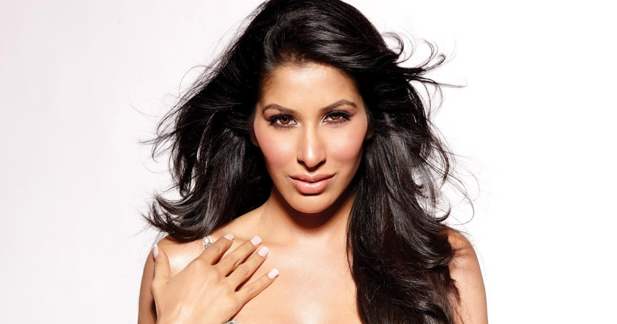 Hot & Sexiest Photo Shoot of Sophie Choudry In Bikini Bra ...