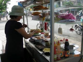 Street vendor in Nah Trang preparing sandwich