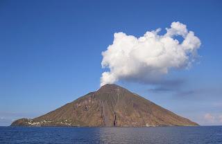 Δείτε την έκρηξη του ηφαιστείου 'Stromboli' στην Σικελία