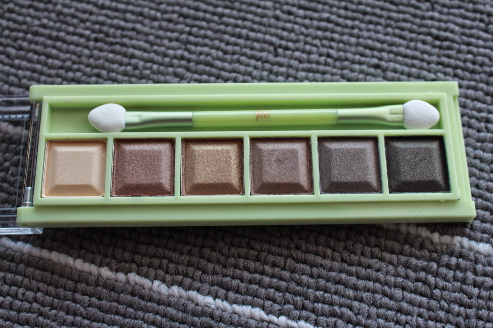 Pixi by Petra Mesmerising Mineral Palette Review and Swatches - Rich Gold