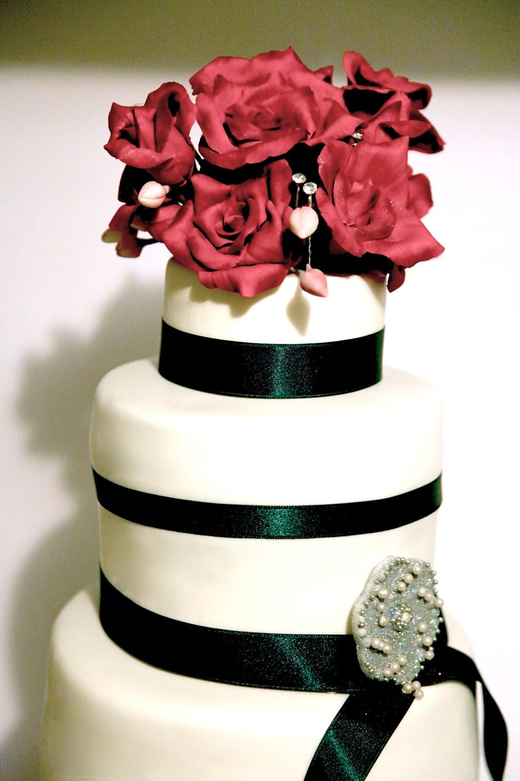 Torta Con Rose Rosse Di Zucchero Per Un Compleanno Speciale 50 Anni