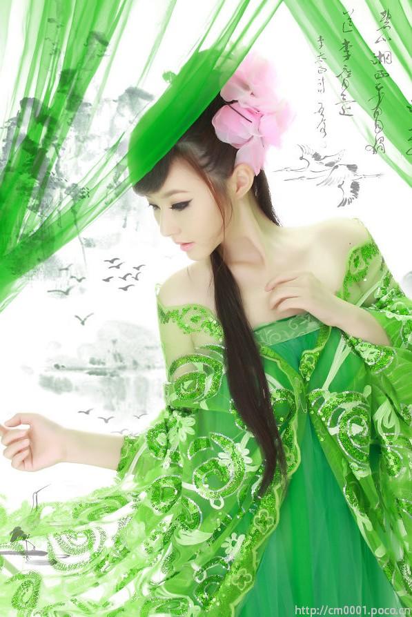 旋律依稀老歌犹记 (xuán lǜ yī xī lǎo gē yóu jì),- vaguely remember that melodic songs, 如今你已远去 (rú jīn nǐ yǐ yuǎn qù),- now that you have gone,