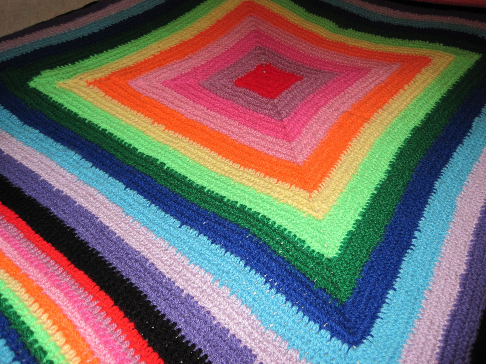 i had a lot of spare wool that i hadnu0027t used and decided to make a blanket to use up all the excess i started browsing online for ideas and tutorials and