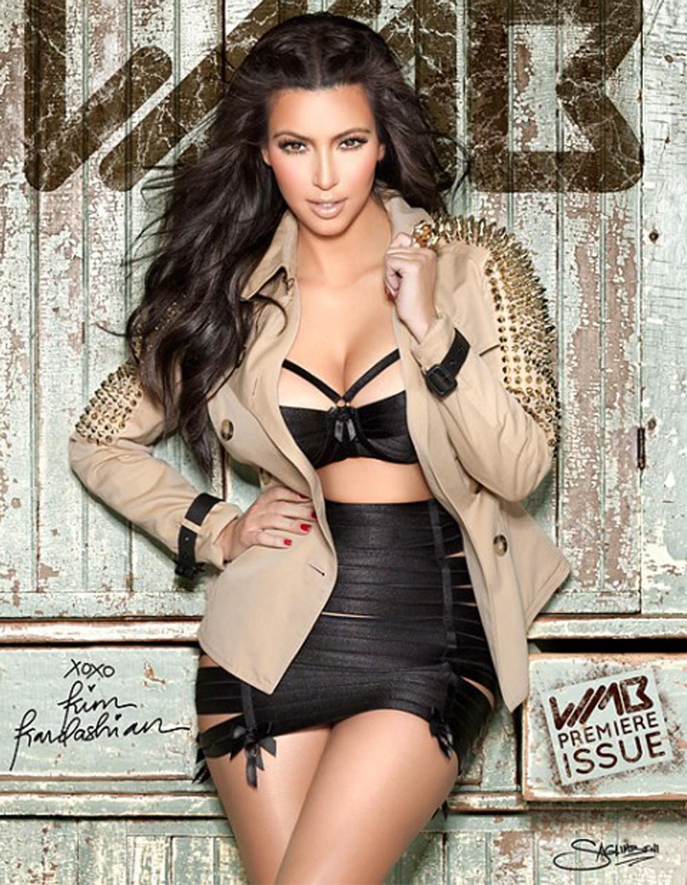 Kim Kardashian Wavy Curls 03