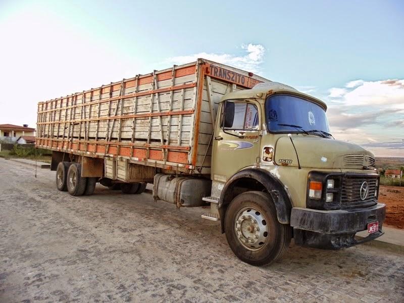 Vende-se um caminhão boiadeiro em Mairi