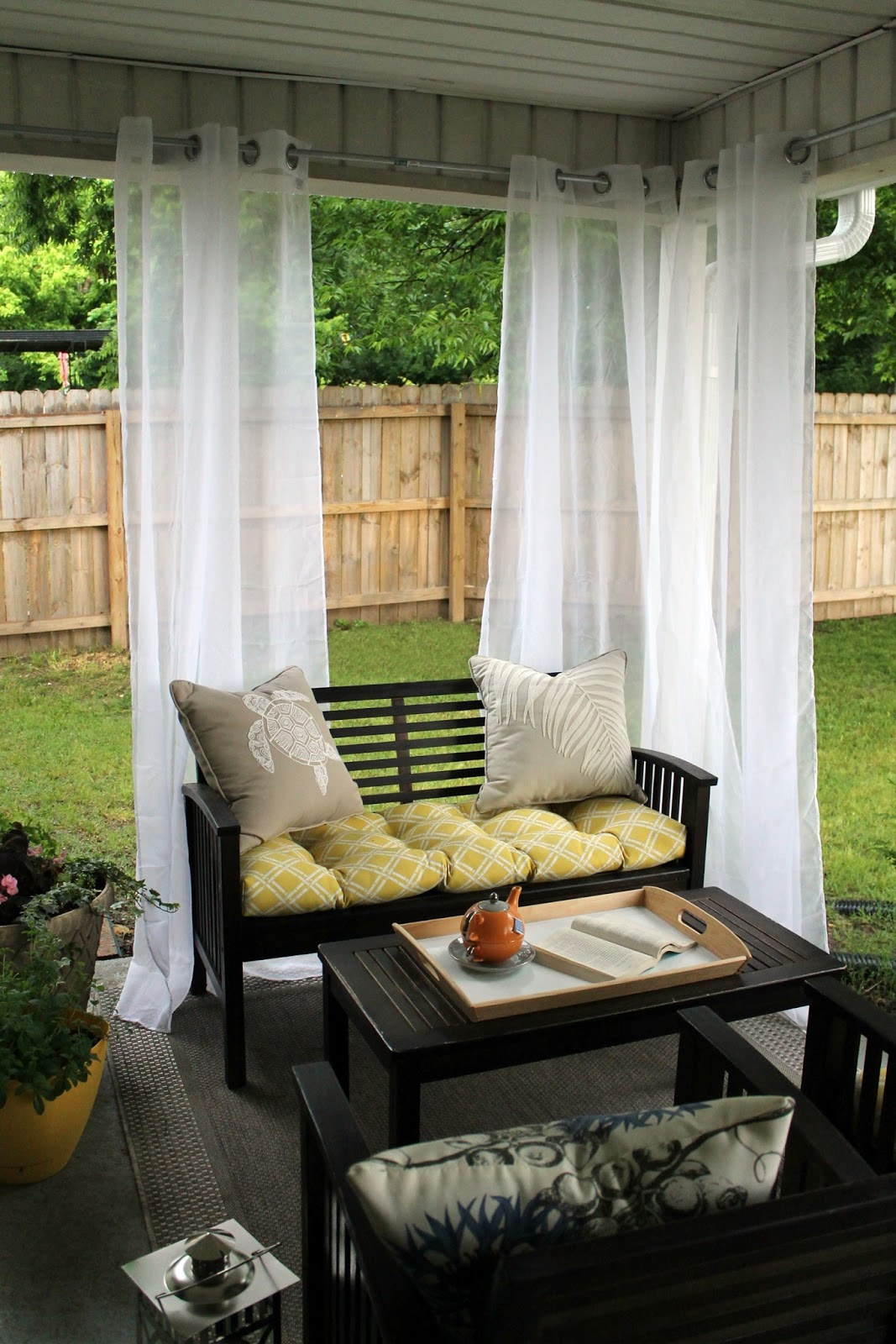 Our back porch reveal chippasunshine for Deco petit jardin terrasse