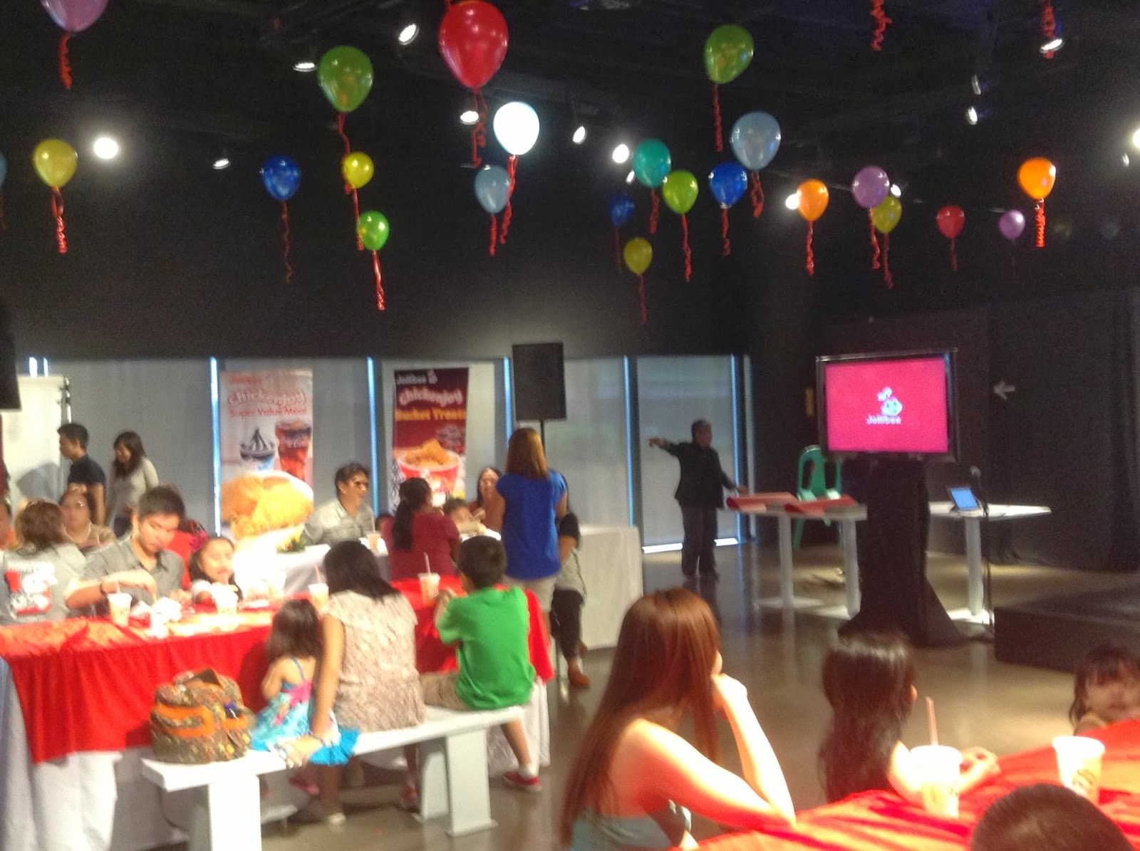 Jollibee pulled off the best Christmas party ever for 2013 ...