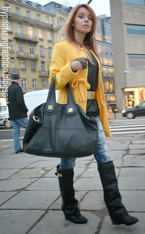 stylizacje żółty płaszcz