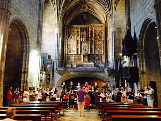 Rehearsal with Rupert Damerell in the Church of San Tomas in Avila, members of the Zenobia Musica course in Avila - photo Nick Knight