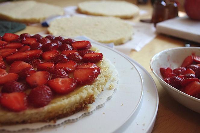 Foodalution: Strawberry Lemon Curd Cream Cake