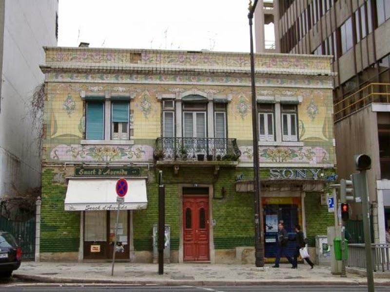 Cidadania lx pr dio com fachada de azulejos arte nova na for Casa dos azulejos lisboa