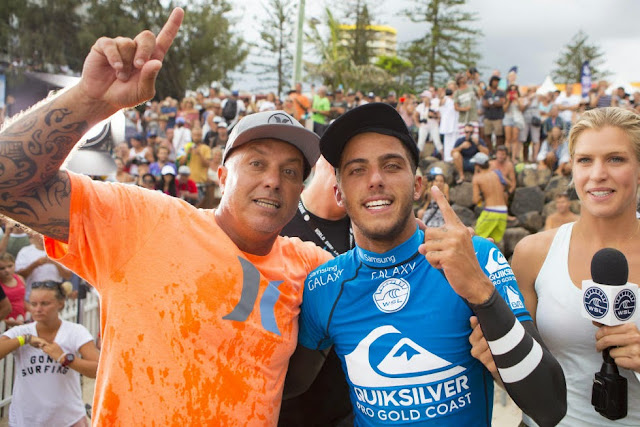 25 Quiksilver Pro Gold Coast 2015 Filipe Toledo Foto WSL Kelly Cestari