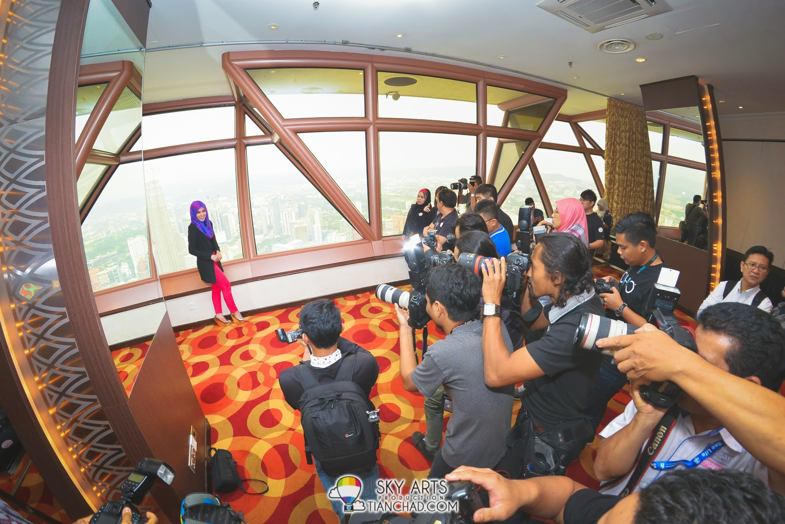 Shila Amzah became the focus of all photographers