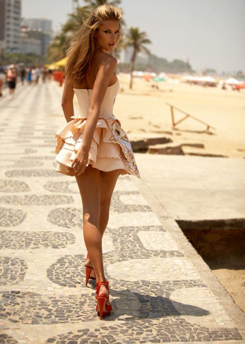 красивые девушки на каблуках фото