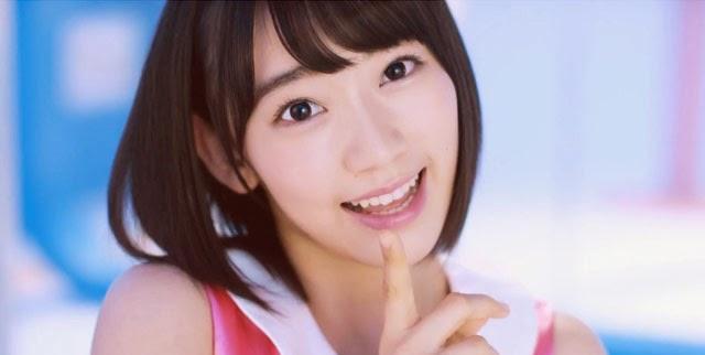 Miyawaki-Sakura-Pada-PV-SIngle-HKT-ke-5-Type-CW-Lagu-Hawai-E-Ikou