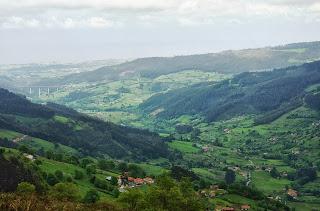 Subida al pico Fario, vista del valle de Peón