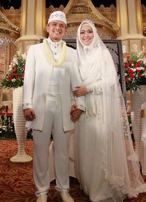 foto pengantin busana muslim