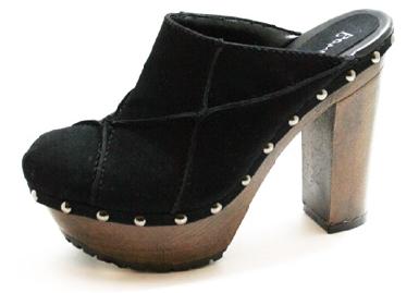 Zueco o Mule. Zapato sin talón o sujeto solo por una tira o hebilla. T-strap 2eca6a35436d