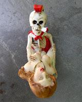 Afrodita y Exqueletor.