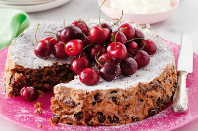 Festive meringue cake Recipe